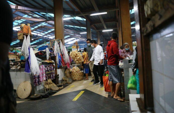 Bupati Suwirta Blusukan di Pasar Umum Galiran