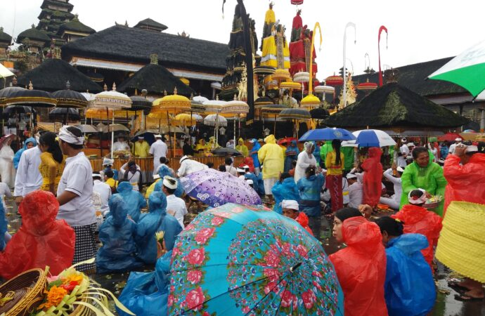 """Kelas """"Yoga Orgasme"""" Coreng Pariwisata Bali Berlandaskan Budaya"""