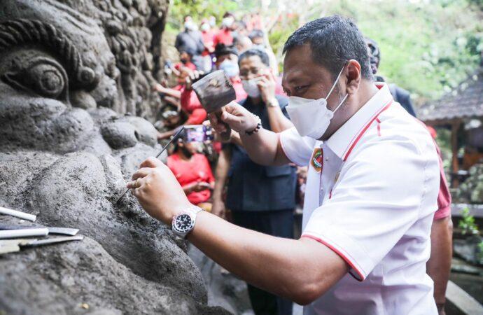 Unik , Ukiran Relief di Pura Beji Dalem Jantur Mas Ubud
