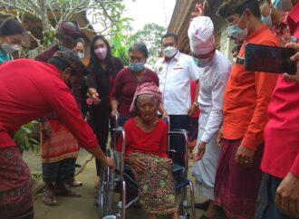 Kursi Roda untuk Warga di Desa Pupuan dan Kedisan