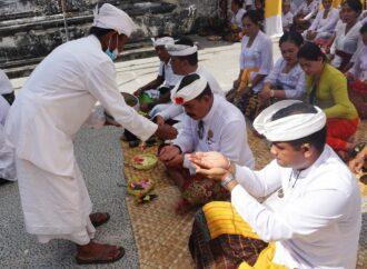 Pujawali  di Pura Kahyangan Jagat Batu Medau