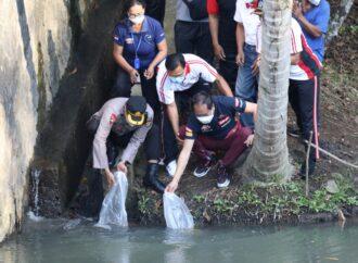 Badung Tebar 10.000 Benih Ikan Nila di Banjar Juwet Abiansemal