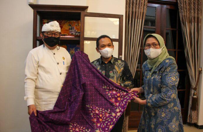 Pujawali di Pura Mandara Giri Semeru Tetap Dilaksanakan dengan Prokes Ketat