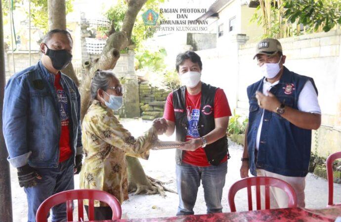 Wabup Kasta dan Komunitas Club Motor FRC Serahkan Bantuan CSR