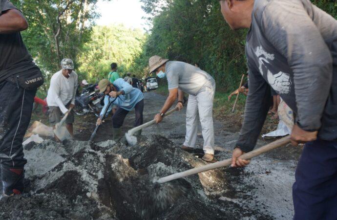 Perbaikan Akses Jalan Menuju Bukit Tengah Gunakan Dana Swadaya