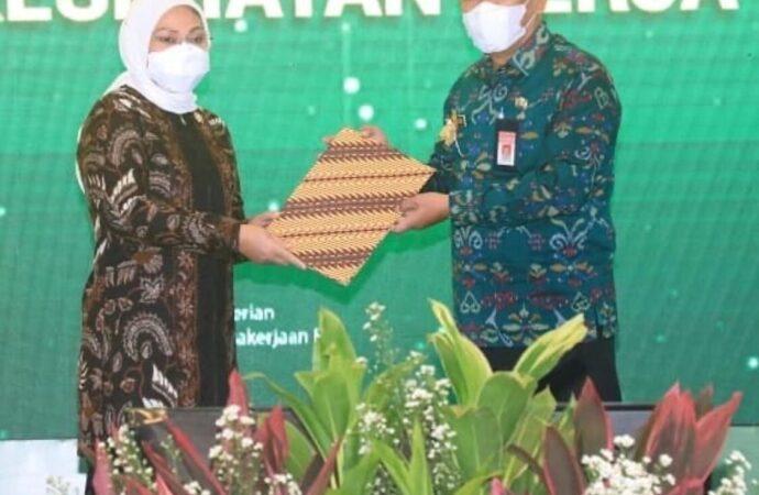 Gubernur Bali Kembali Terima Penghargaan K3 dari Kemenaker