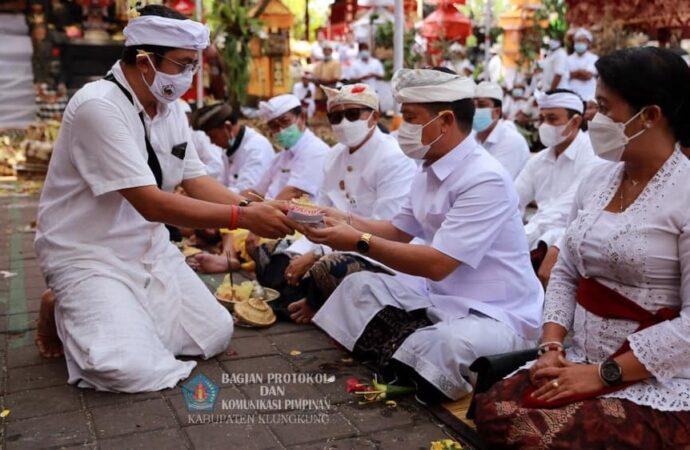 Puja Wali di Pura Sad Kahyangan Goa Lawah