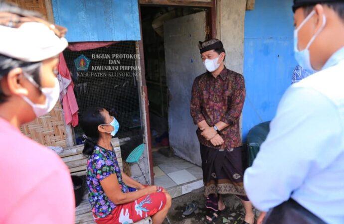 Bupati Suwirta Bantu Pengembalian BLTDD Warga Miskin