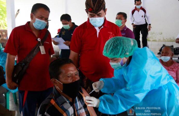 Wabup Kasta Tinjau Vaksinasi di Tiga Tempat