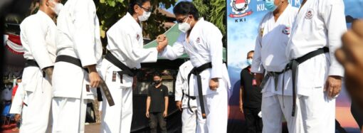 Bupati Giri Prasta Terima Sabuk Hitam Kehormatan KKI
