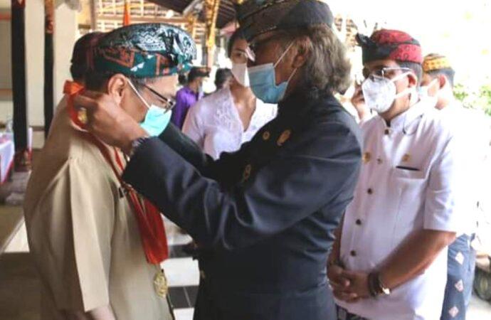 4 Pejabat BPK RI Terima Penghargaan dari Puri Agung Tabanan