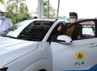 Bupati Suwirta Test Drive Mobil Listrik