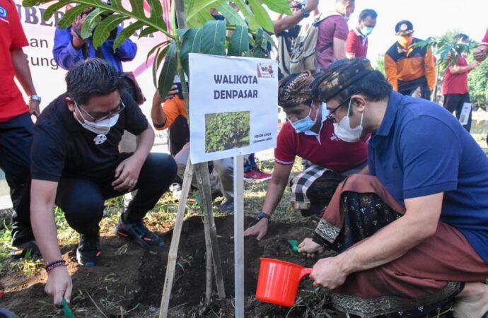 Aksi Kebersihan dan Penanaman Pohon di Pantai Muara Tangtu