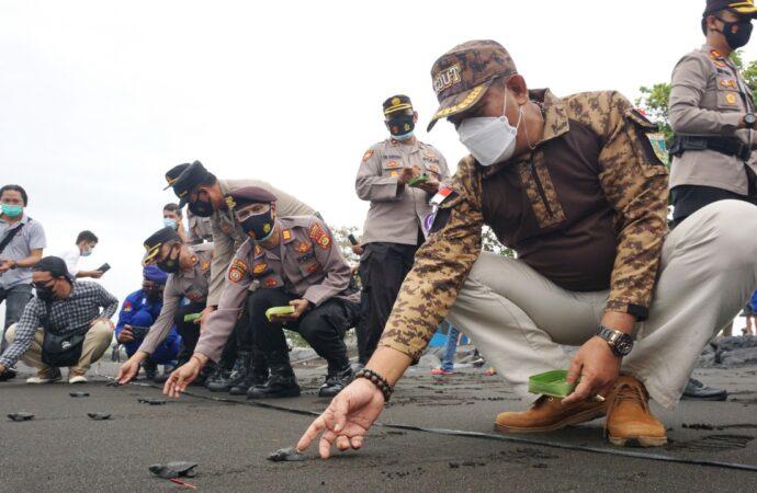 Melepas 200 Ekor Tukik di Pantai Klotok