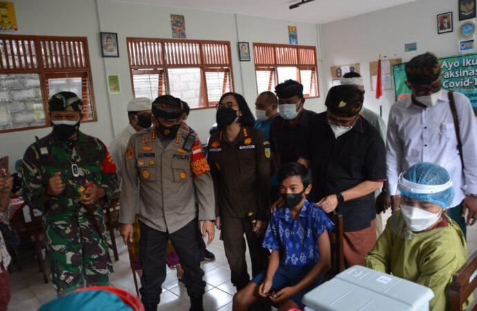 Vaksinasi di SMP Wisata Sanur