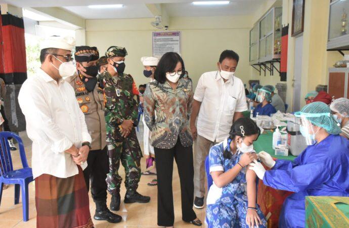 Vaksinasi di SMP Dharma Wiweka