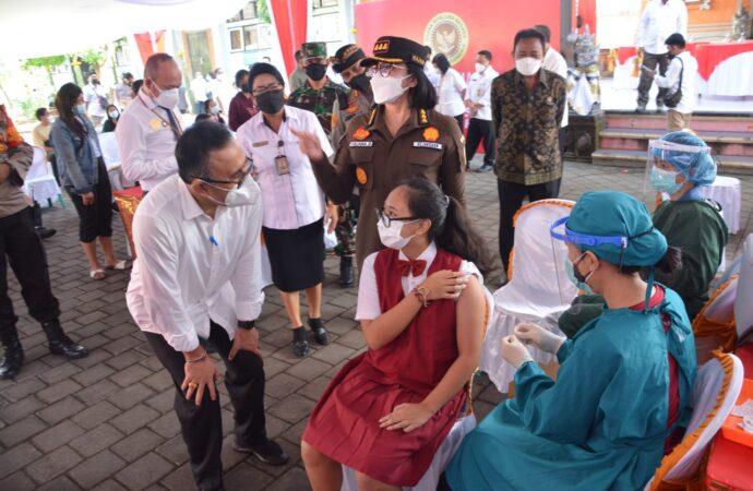 Vaksinasi di SMPN 9 Denpasar