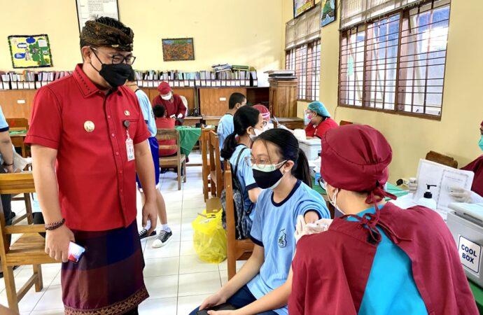 Vaksinasi di SMPN 7 Denpasar
