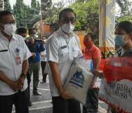 Walikota Jaya Negara Serahkan BPNT, PKH dan BST kepada KPM