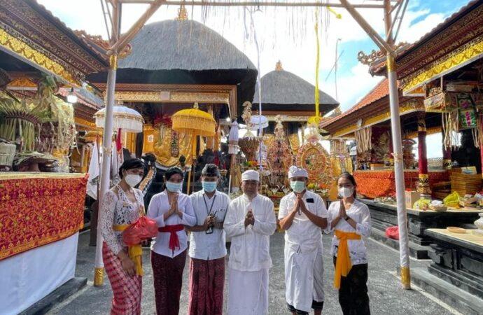 Team THE HAVEN SUITES Bali Berawa Sembahyang di Pura Dalem Kahyangan
