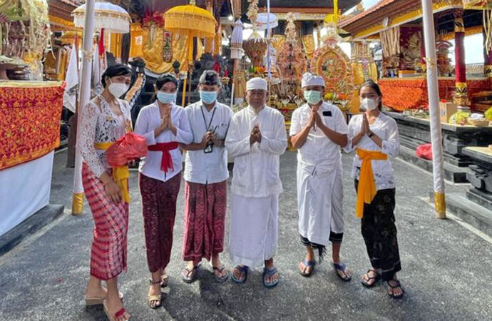 The Team of The Haven Suites Bali Prays at Dalem Kahyangan Temple