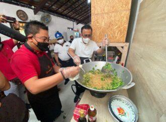 Dapur Umum Gotong Royong Denpasar Siapkan 1.000 Paket Nasi Sehari