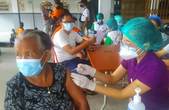 Vaksinasi Covid-19 Dosis 2 di Desa Kesiman Petilan