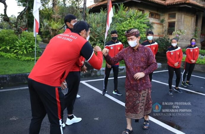 Bupati Suwirta Lepas Atlet PON Kabupaten Klungkung