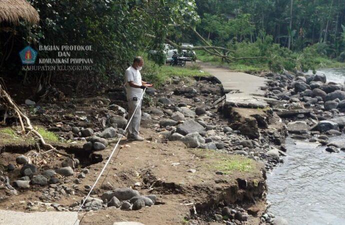 Jalan di Dusun Hyang Api Rusak Digerus Air Hujan