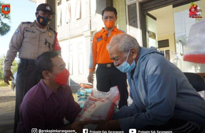Bantuan Beras untuk Warga  Kecamatan Kubu