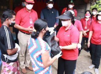 Bantuan untuk Warga Kurang Mampu di Desa Mundeh Selbar