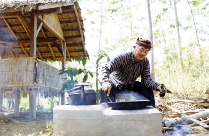 Enjoy Taste of Javanese Coffee at Tugu Kawisari Coffee