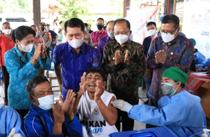 Gubernur Koster Tinjau Vaksinasi Penyandang Disabilitas dan ODGJ di Desa Getakan
