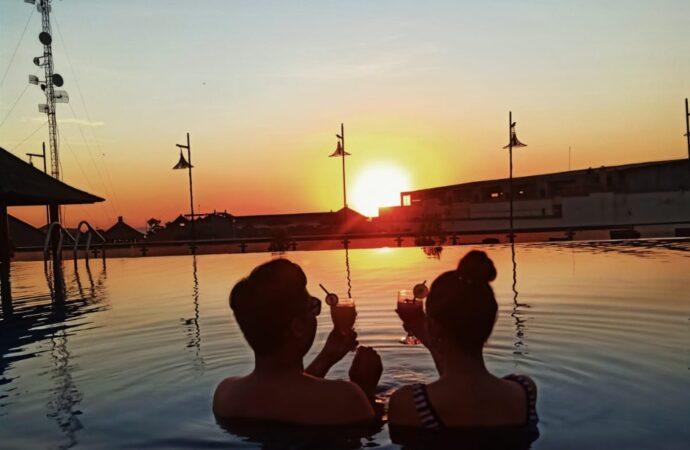 Menikmati Indahnya Sunset dari Royal Singosari Kuta