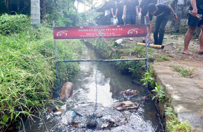 BEM FH Unud dan Sekaa Teruna Jaring Sampah di Desa Adat Ole
