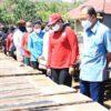 Tinjau Petani Garam di Amed, Gubernur Koster Dorong Garam Tradisional Bali